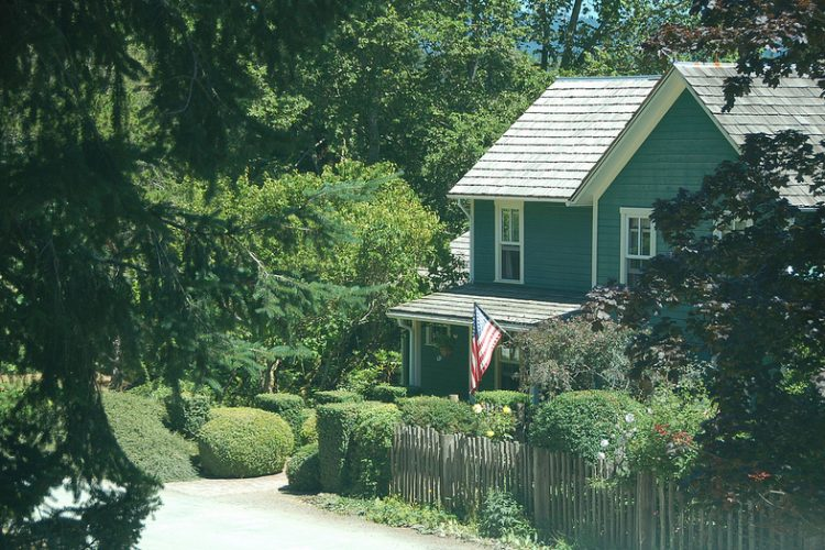 Association Attempting to Foreclose on Home of a Veteran for Flying the Flag